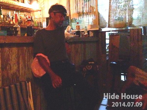 西表島でザバイバル生活をする自称山田さん