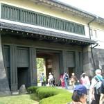 皇居 平川門に入る参加者